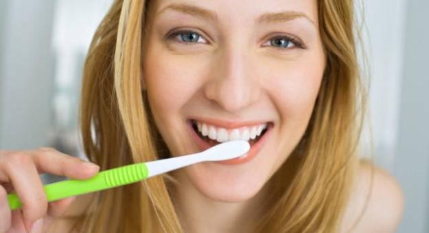 Come usare lo spazzolino