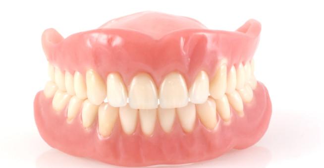 Dentiera: tutto quello che c'è da sapere